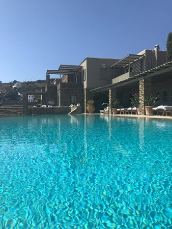 Aeolis Tinos Suites: The infinity pool!