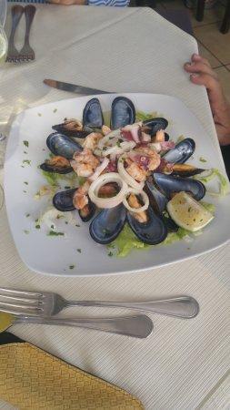 Furci Siculo, Italia: insalata di mare