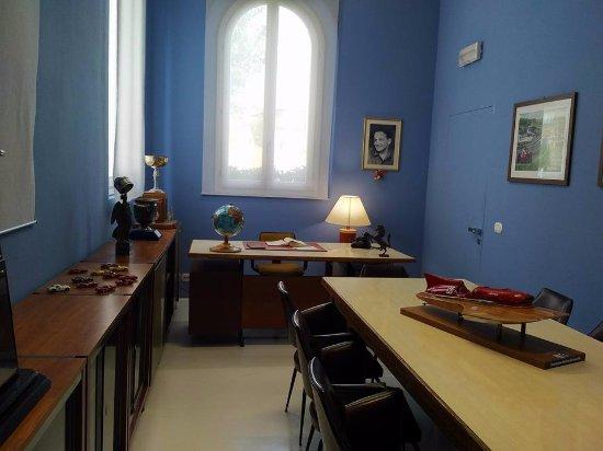 Scrivania Ufficio Modena : Ufficio enzo ferrari foto di museo casa enzo ferrari modena