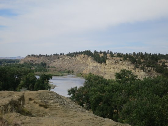 Pompeys Pillar, MT: Closer to the river and the badlands