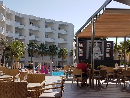 Hotel Riu Don Miguel : View sitting in the outside terrace area towards the pool