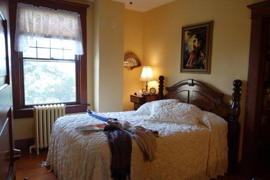 Uniontown, WA: Iris room