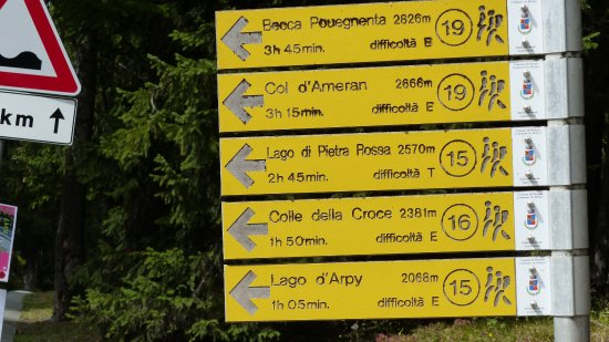 Morgex, อิตาลี: Sign at start of hiking trail 15 to Lago d'Arpy