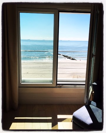 Long Beach, NY: view from the ocean front room