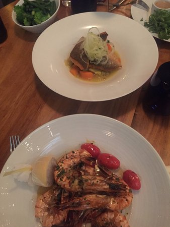 The Chelsea Harbour Hotel: The sea bass was just too good!! And the tiger prawns were delicious too!