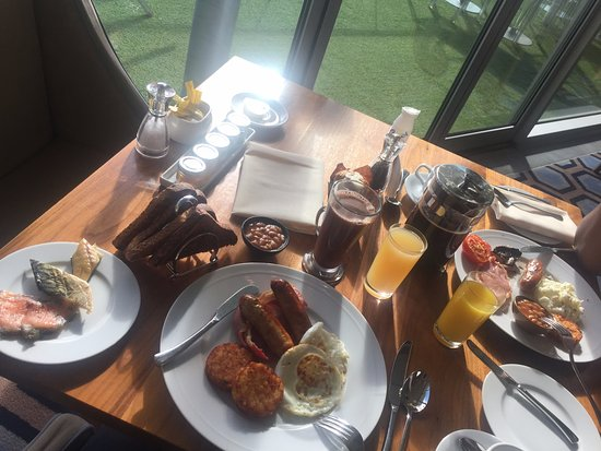 The Chelsea Harbour Hotel: Had breakfast like a king!! (I was really hungry lol!)