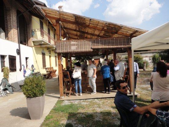 Casalgrasso, Italie : cortile agriturismo