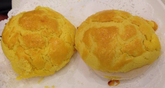 Alhambra, Californien: free pineapple buns