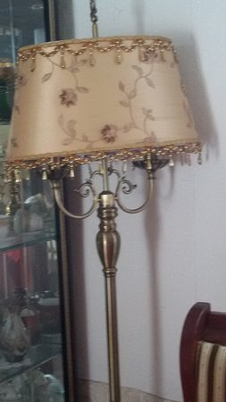 Lena's Restaurant: Diese Lampe findet man im Restaurant selbst