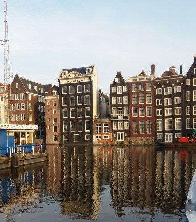XO Hotels City Centre Amsterdam: Lige ved siden af hotellet