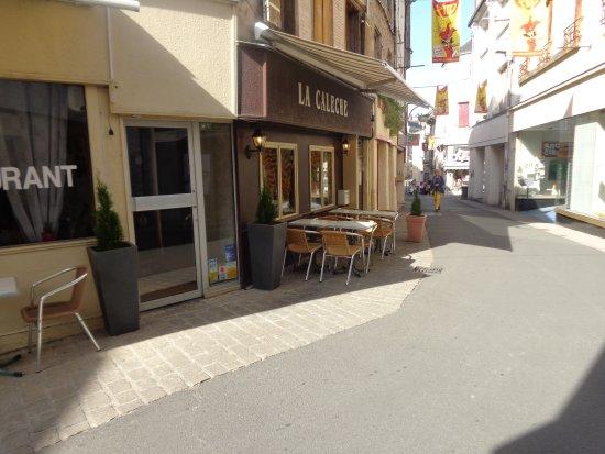 Parthenay, Frankrike: Terrasse de la Calèche, donnant rue Jean Jaurès