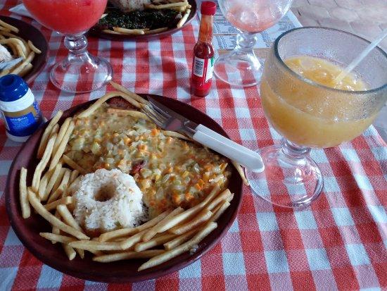 Ocotal, Никарагуа: Mi plato fue un cerdo en crema (de vegetales), muy buena cocción de la carne