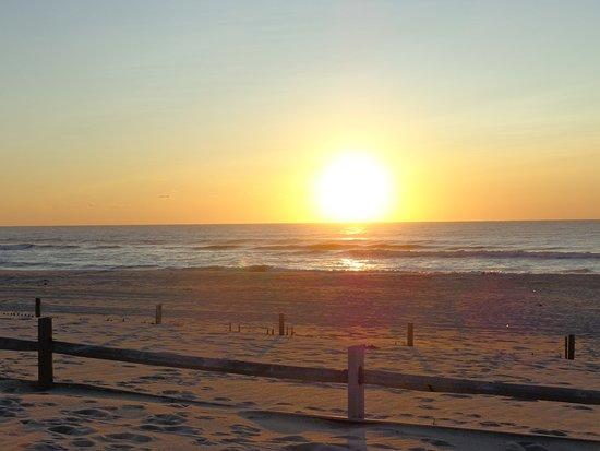 Assateague Beach: восход сллнца над атлантикой