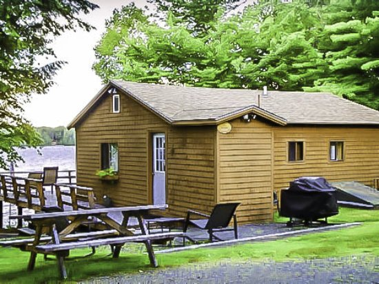 Greenville, ME: Lakefront Maine Cabin and outside amenities overlooking Moosehead Lake