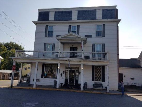 Strasburg, VA: Front of Hotel