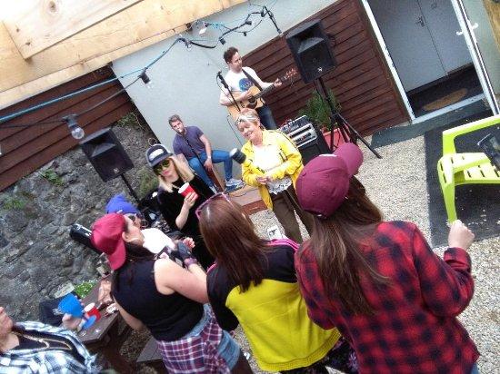 Portumna, İrlanda: Brilliant band
