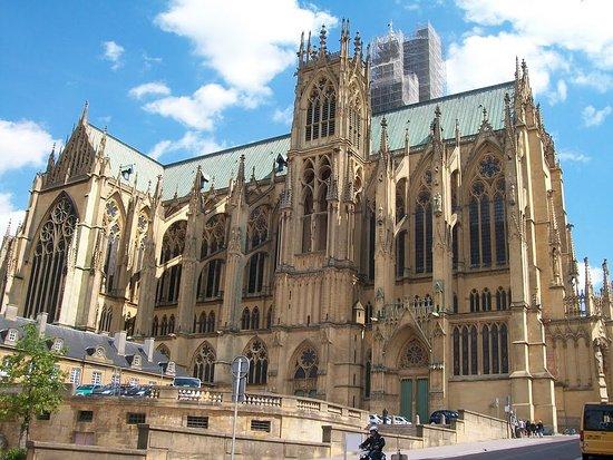 Cathédrale Saint-Étienne : vu laterale dela cathedrale
