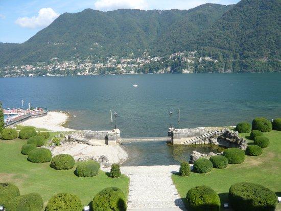 Cernobbio, Italië: Parc et Villa Erba. Vue sur Lac de Côme, Blevio.