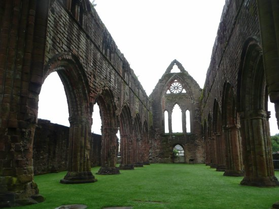 New Abbey, UK: Sweetheart Abbey: the nave