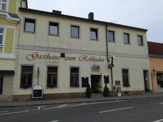 Mistelbach, Austria: Schilling-Wirt - Gasthaus zum Rebhuhn von außen