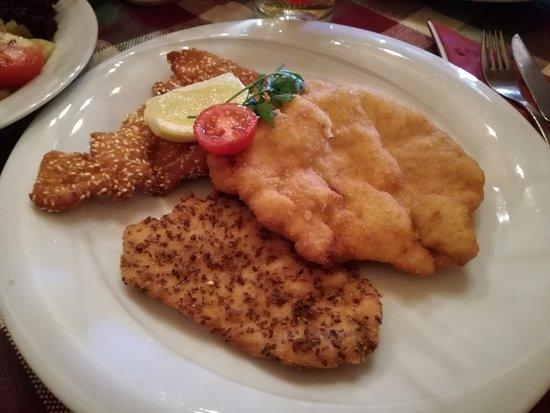 Mistelbach, Austria: Gebackenes Dreierlei