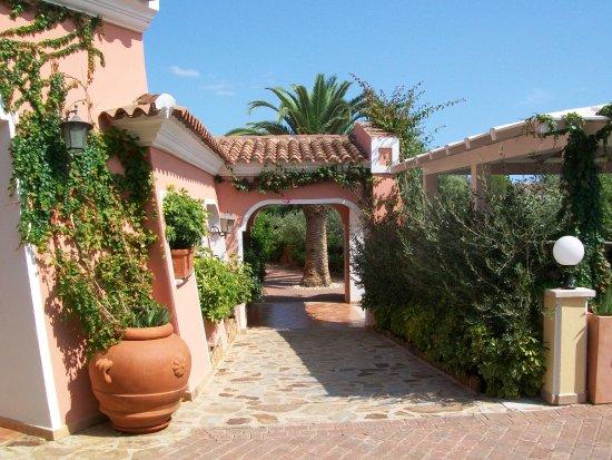 Hotel Cala Ginepro Resort&Spa: Verso il ristorante....