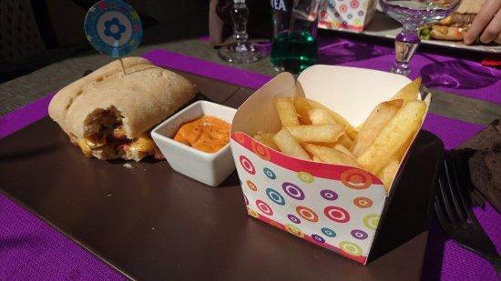 Saint-Pons-de-Thomieres, France: burger pour les enfants... ils se sont régalés