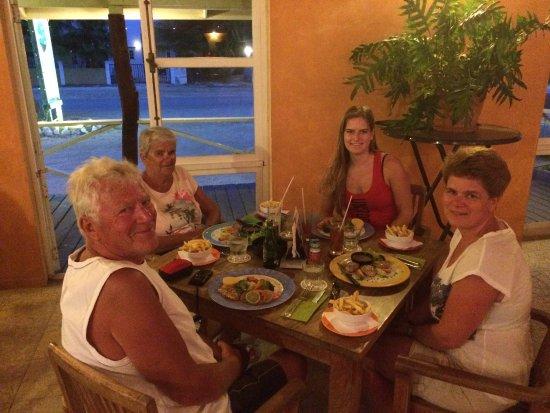 Eddy's Bar & Restaurant: met mijn moeder en opa en oma