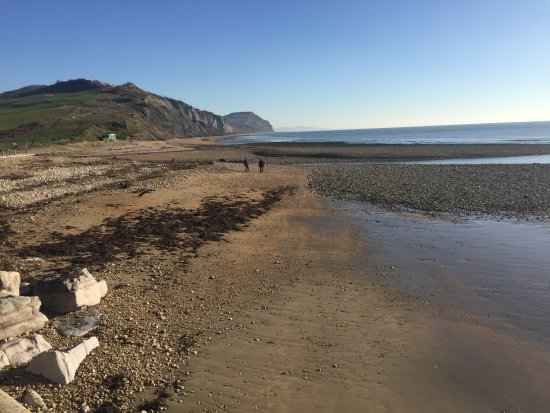 Wootton Fitzpaine, UK: We walked to Charmouth two miles away