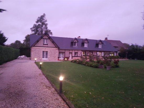 Bonneville-sur-Touques, Francja: 20171001_194512_large.jpg