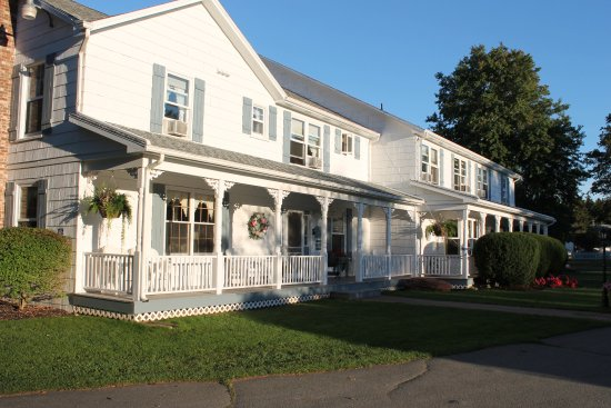 Kindred Spirits Country Inn & Cottages: The main Inn.