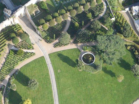 Jardin du chateau d 39 amboise picture of air magic for Aire jardin des causses du lot
