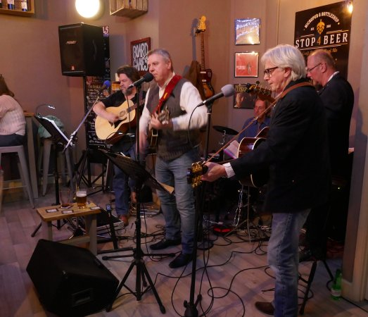 Rushden, UK: Cold Cold Heart playing in the Hopmaster.