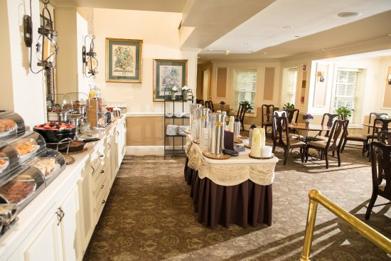 The Olde Mill Inn: Complimentary Breakfast Buffet in the Conservatory