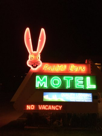 Rabbit Ears Motel: What a great sign!