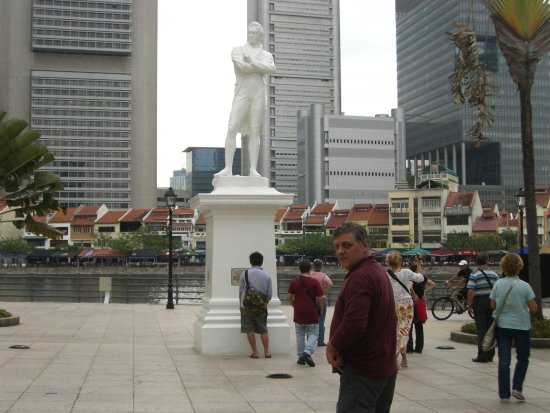 Statue of Raffles: Eski ve yeni birarada
