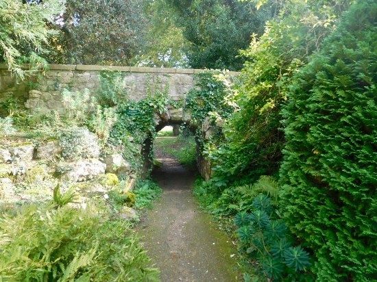 Wheatley, UK: Looking through to river