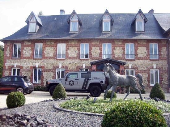 Quetteville, Франция: Vorderansicht Hotel