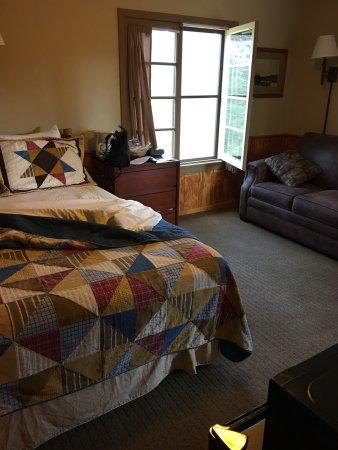 Legion Lake Lodge: photo1.jpg