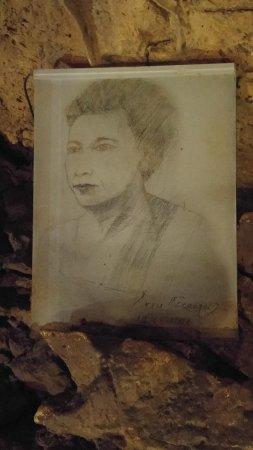 Zoniana, Yunani: Exploration des grottes de Sfentoni par les spéléologues Yannis et Anna Petrocheilou en 1956