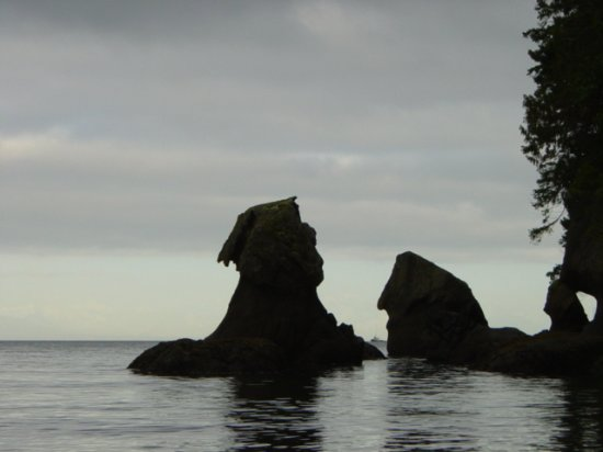 Nanaimo, Canadá: Unique formations seen from the water..kayak, sail, paddle board over!