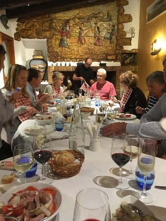 Ullastret, Spagna: Traveling Companions Enjoying Great Catalan Fare at Ibèric.
