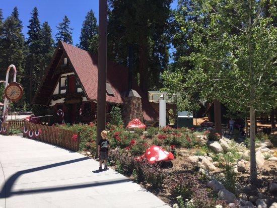 Skyforest, CA: cute landscaping