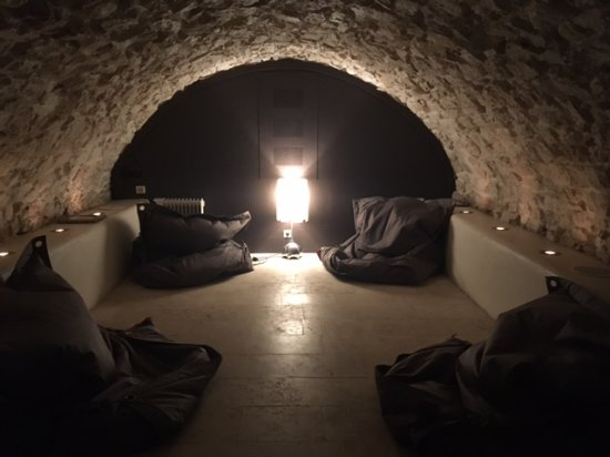 La Maison d'Aix : beautiful relaxation room in the basement of mansion