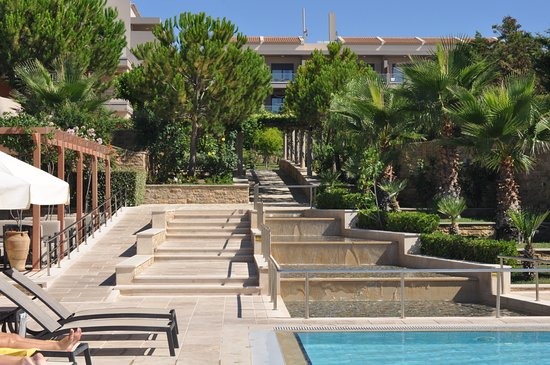 Apollonion Resort & Spa Hotel: Fresh, green and immaculately tended grounds