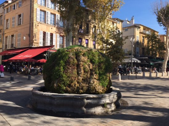 La Maison d'Aix : one of the gorgeous fountains aix is famous for