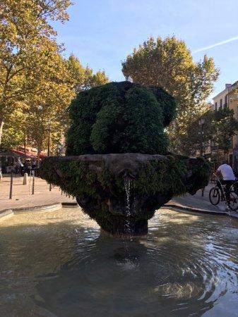 La Maison d'Aix : beautiful fountain on the cours mirabeau