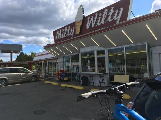 Wautoma, WI: Exterior on a slow day. We were there in a lull of business.