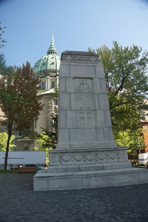 Montreal, Canadá: Monument in park