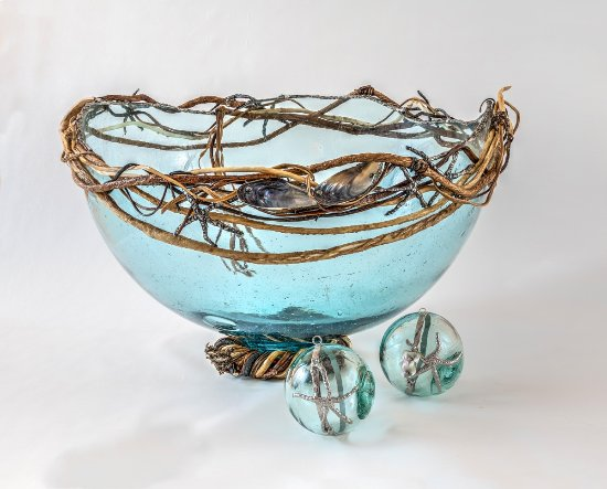 Bowser, Canadá: Kelp Fish Float Bowl  by Kim Naylor of KEEPING AFLOAT